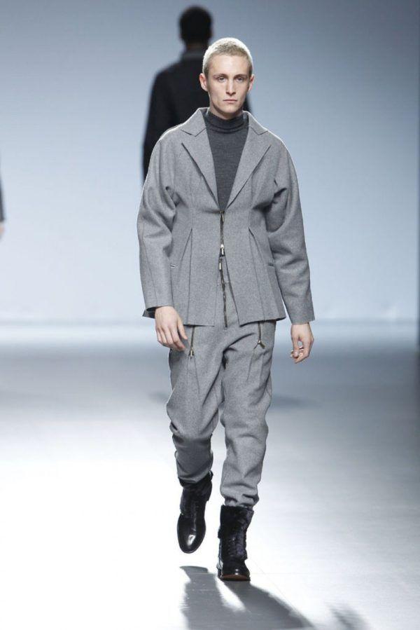 etxeberria-hombre-otono-invierno-2014-2015-chaqueta-pantalon-gris-corte-amplio