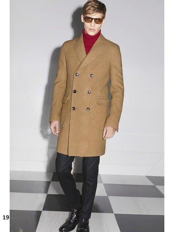 gucci-hombre-otono-invierno-2014-2015-abrigo-largo-doble-botonadura-marron