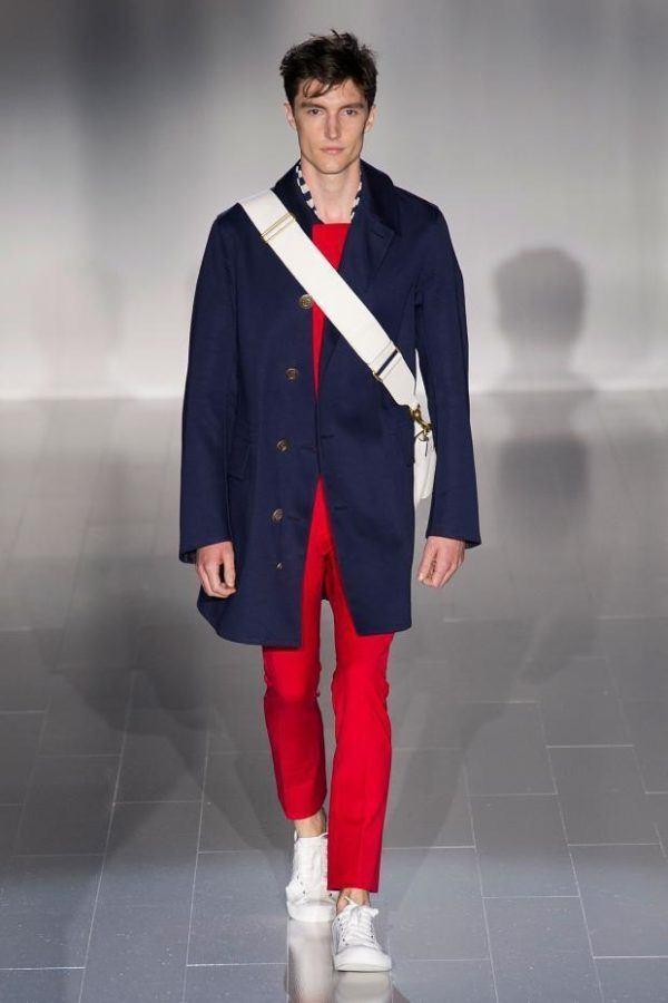 gucci-hombre-primavera-verano-2015-chaqueta-azul-traje-rojo