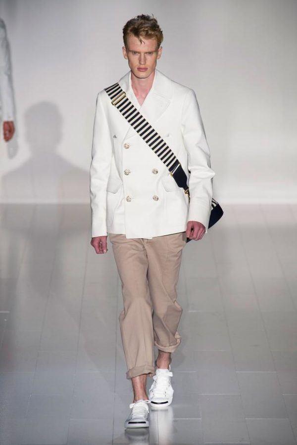 gucci-hombre-primavera-verano-2015-chaqueta-navy-blanca