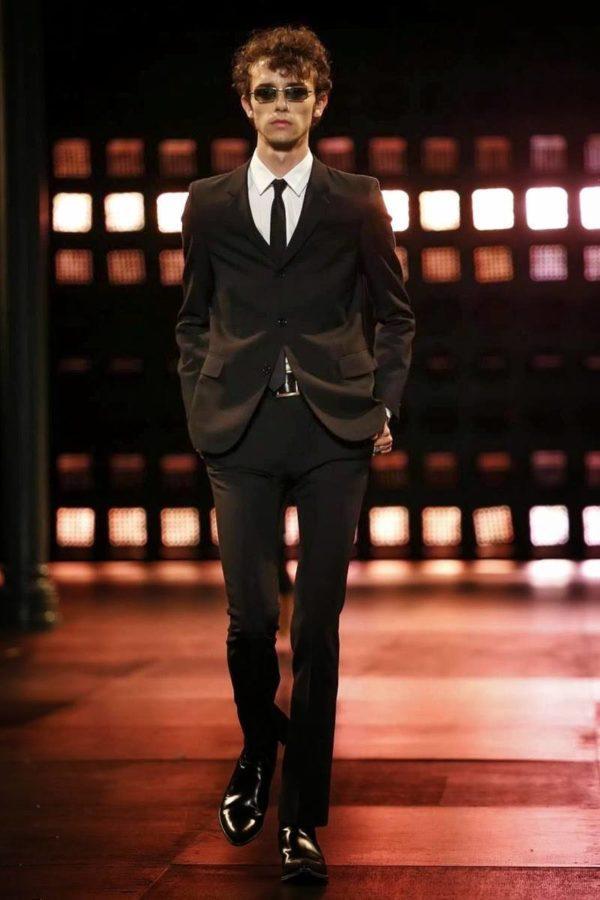 saint-laurent-hombre-primavera-verano-2015-traje-negro-slim-fit
