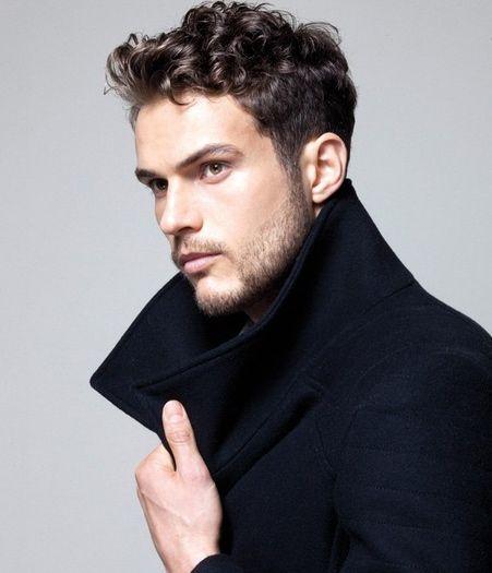 mejores-cortes-de-cabello-para-hombre-otono-invierno-2014-2015-pelo-rizado