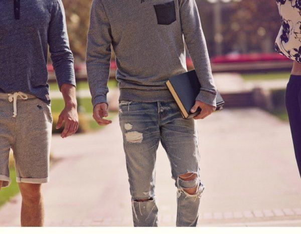 catalogo-abercrombie-2015-tendencias-moda-hombre-estilo-denim-vaqueros-bermudas