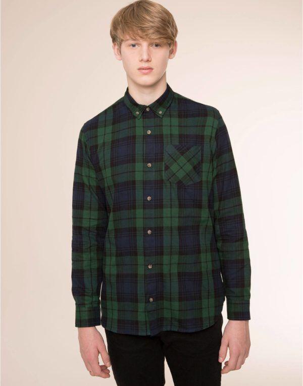 moda-hombre-navidad-2015-estilo-juvenil-camisa-cuadro-de-pull-and-bear