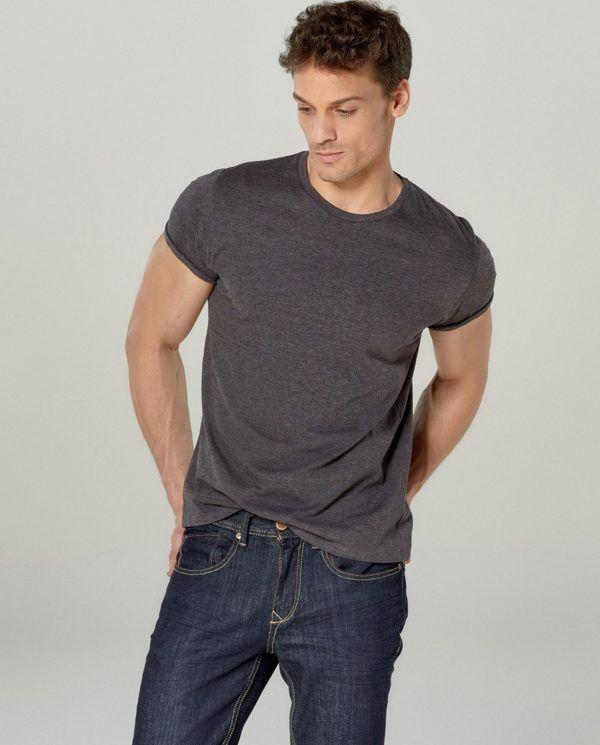 catalogo-el-corte-ingles-2016-tendencias-moda-hombre-color-gris-camiseta-basica