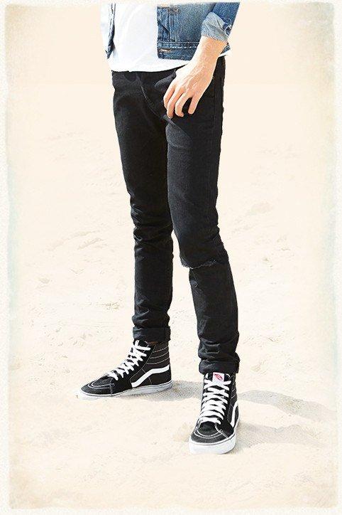 catalogo-hollister-2015-tendencias-moda-hombre-jeans-ajustados
