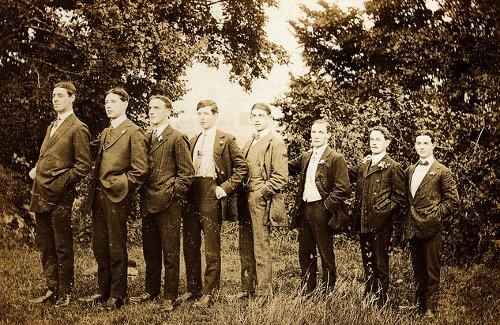 como-vestir-segun-la-altura-hombres-bajitos