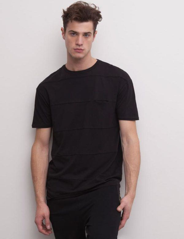 como-combinar-bien-el-negro-total-look-negro-pull-and-bear