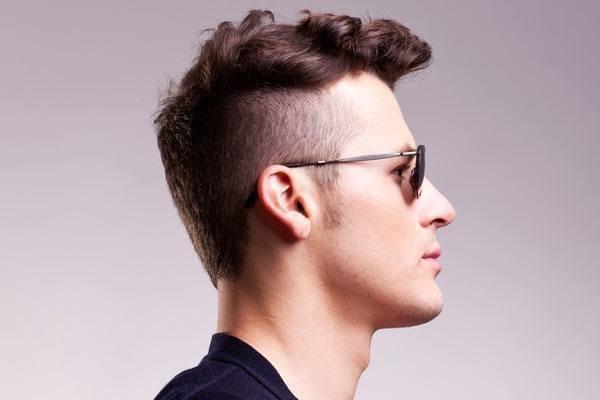pelo-corto-rizado-hombre-2015-estilo-undercut-detalle-de-los-lados