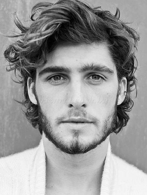 Cortes de pelo y peinados para hombres con cabello for Peinado hacia atras hombre