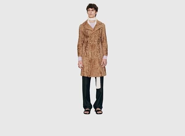 catalogo-gucci-hombre-otono-invierno-2015-2016-abrigo-retro-estampado