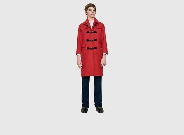 catalogo-gucci-hombre-otono-invierno-2015-2016-abrigo-sarga-rojo