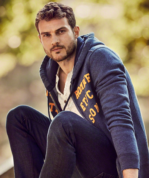 Catálogo Abercrombie & Fitch hombre otoño invierno 2015-2016-sudadera-cremallera-abierta-jeans