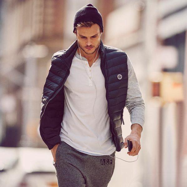 catalogo-abercrombie-fitch-hombre-otono-invierno-2015-2016-chaleco-acolchado-pantalon-jogger