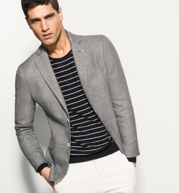 combinar-los-colores-de-la-ropa-blazer-gris-mango
