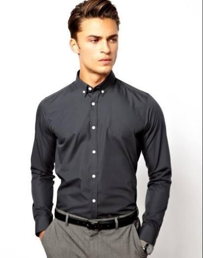 combinar-los-colores-de-la-ropa-camisa-negra-pantalon-gris