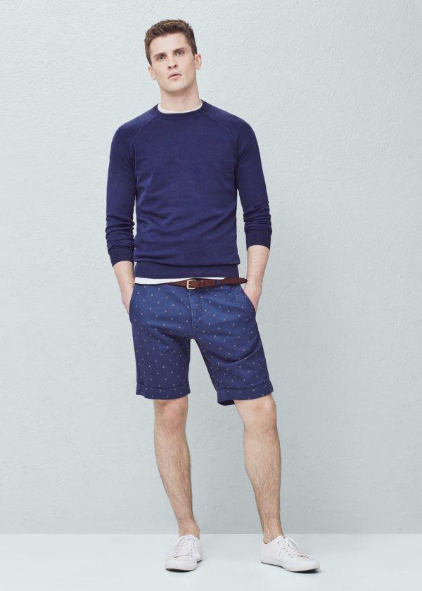 como-combinar-una-prenda-de-color-azul-bermudas