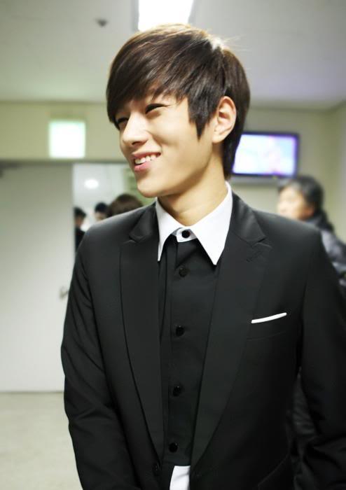 cortes-de-cabello-japoneses-y-coreanos-para-hombres-estilo-k-pop