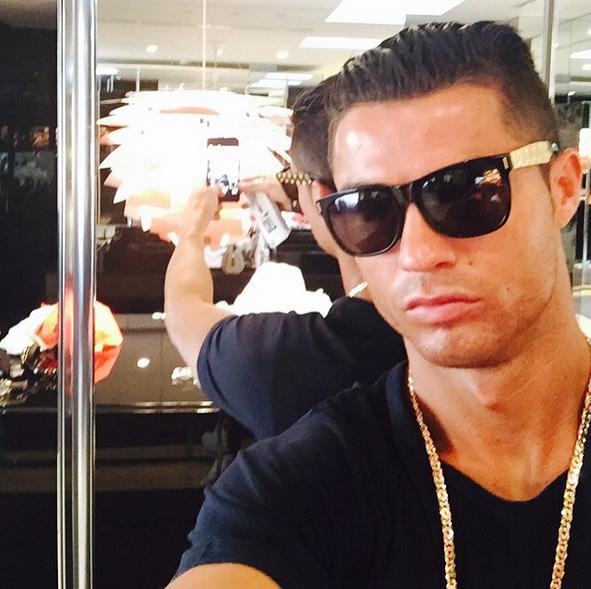 cristiano ronaldo y sus cortes de pelo | moda fútbol 2017
