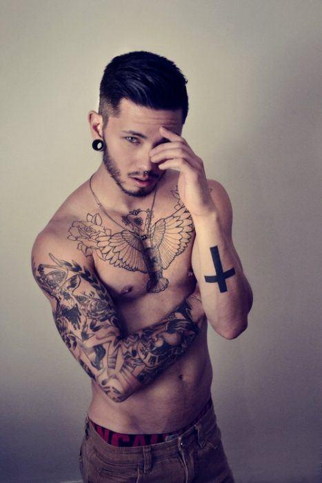 fotos-de-tatuajes-hombre-animales-en-el-pecho