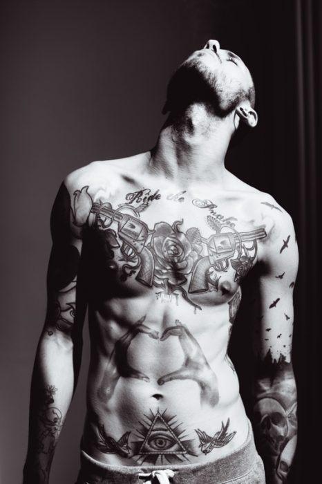 fotos-de-tatuajes-hombre-pistolas
