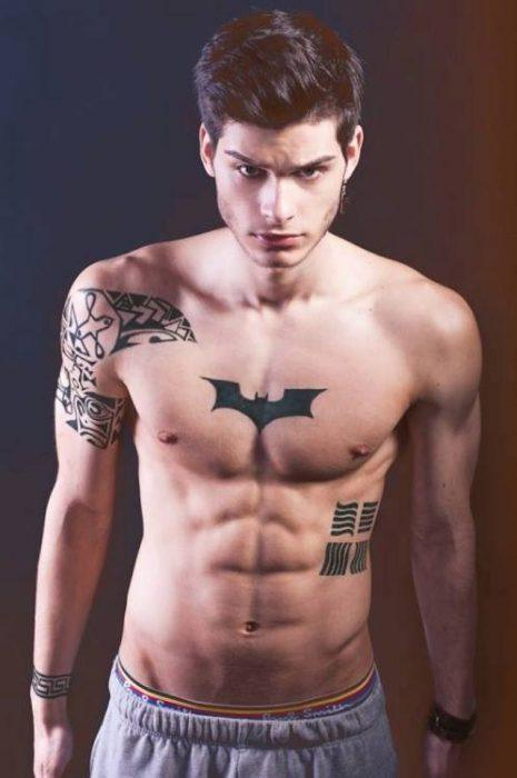 fotos-de-tatuajes-hombre-superheroe