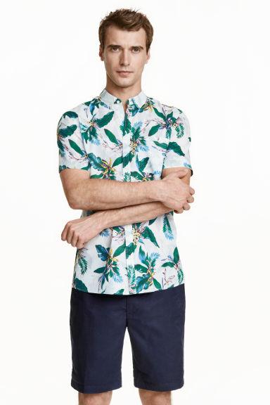 tendencias-en-ropa-para-hombre-primavera-verano-camisa-estampada-tropical-h&m