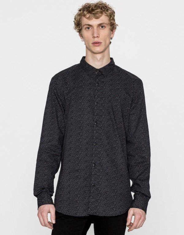 pull-and-bear-hombre-camisa-estampados-negros