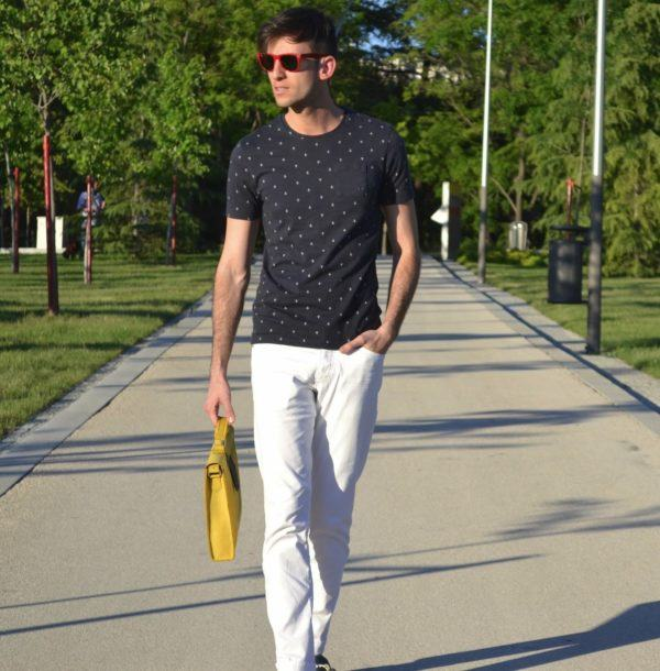 catalogo-jules-verano-hombre-2016-camiseta-estampada-pantalon-blanco