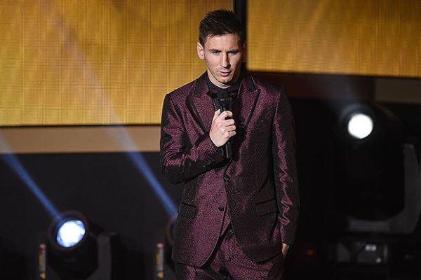 el-traje-de-messi-para-la-gala-del-balon-de-oro-2016-traje-borgoña