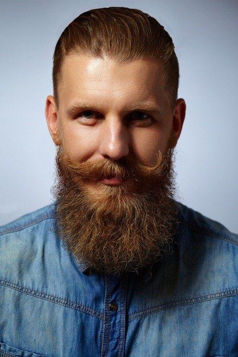 Estilo hipster hombre castano barba