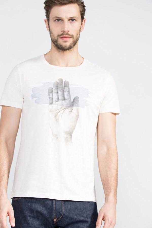 catalogo-cortefiel-2016-tendencias-hombre-camiseta-mano