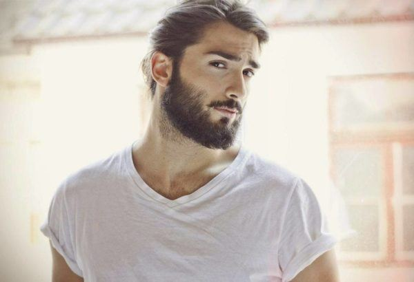 "grow-the-beard-attractive ""width ="" 600 ""height ="" 410 ""/> Why are facial routines for the beard important? The reason is very simple, we just have to think about how the skin and facial hair work. First of all we must bear in mind that <strong> the hair must break a thin layer of skin to leave and grow </strong>so if this layer is strong, its growth will be delayed.</p> <h3> <span id="