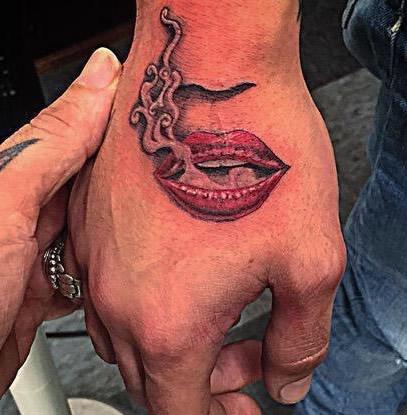 los-tatuajes-de-zayn-malik-boca-fumando
