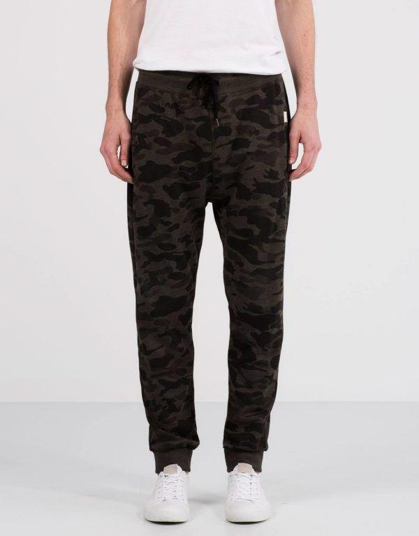 Tendencias-Pantalones-y-Jeans-Hombre-Otoño-Invierno-2016-2017-jogger-camuflaje