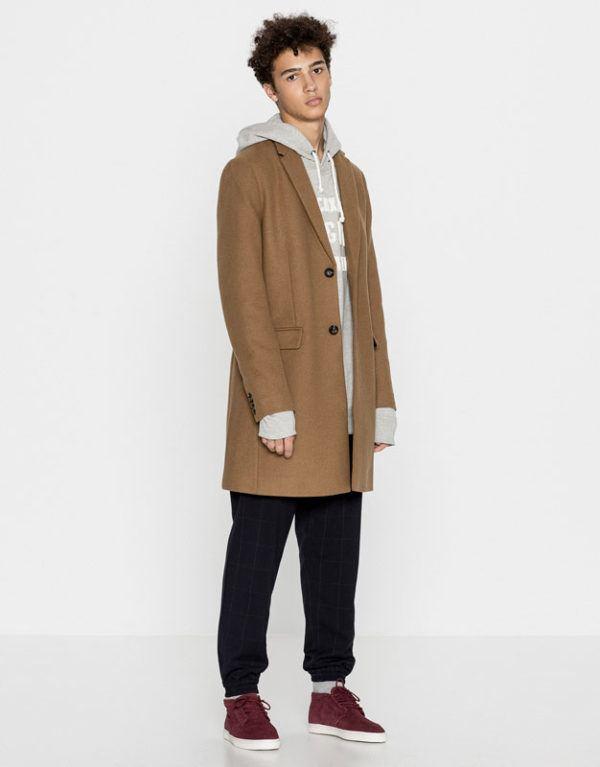 catalogo-pull-bear-otono-invierno-2016-2017-tendencias-moda-hombre-abrigo-pano
