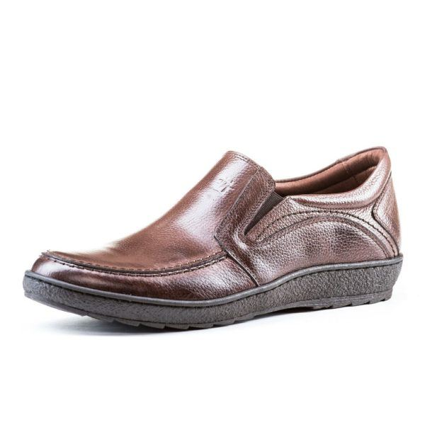 """trends-shoe-comfortable-man-loafers """"width ="""" 600 """"height ="""" 600 """"/> Loafers are one of the shoes that <strong> are chosen most frequently </strong>regardless of the time of the year in which we find ourselves. During spring – summer we find moccasins with lighter materials, while in this Spring Summer 2019 season the obvious choice is moccasins made with less permeable materials.</p> <p><img class="""