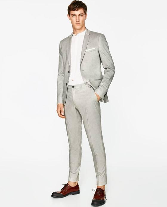 La categoría de ropa de hombre, es una mezcla de camisas, camisetas, pantalones, jeans, bermudas, shorts para hombre, sweaters, chaquetas y mas con una variedad de marcas, tallas, estilos, modelos, y colores para la temporada de verano.