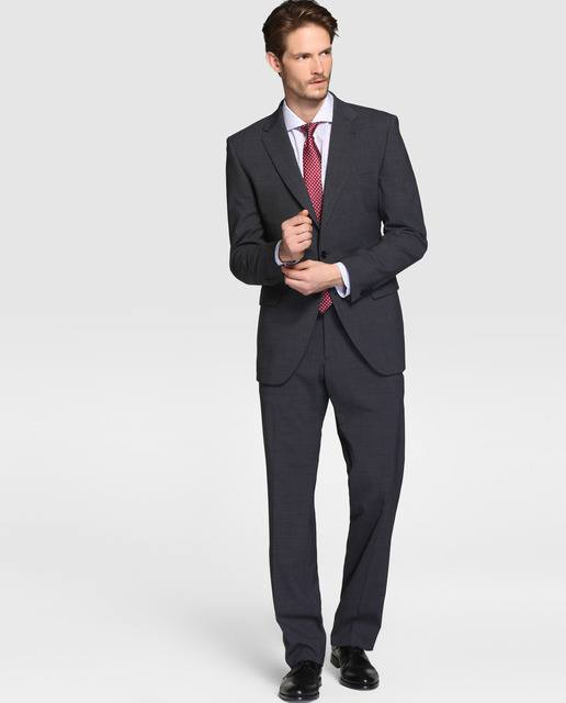 a5557012793887 ... traje. Advertisement. Es sabido que a los hombres les gusta sentirse  cómodos y elegantes, mirarse en el espejo y verse bien, no les interesa  demasiado ...