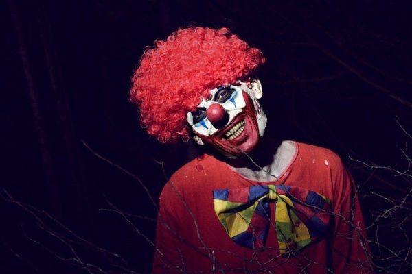 Como maquillarse como el payaso Pennywise deI IT para Halloween Paso a paso careta
