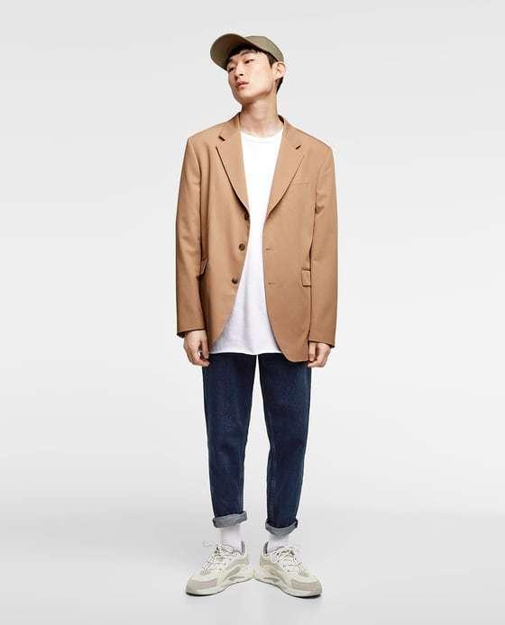 Los jeans azules son el color por excelencia pero además esta temporada  puedes elegir pantalones de todo tipo que tengan este color como  protagonista. f33beb39161