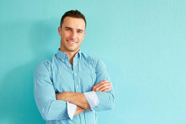 Foto consejos modelo hombre camisa