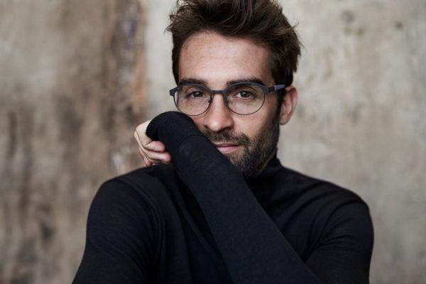 Foto consejos modelo hombre gafas