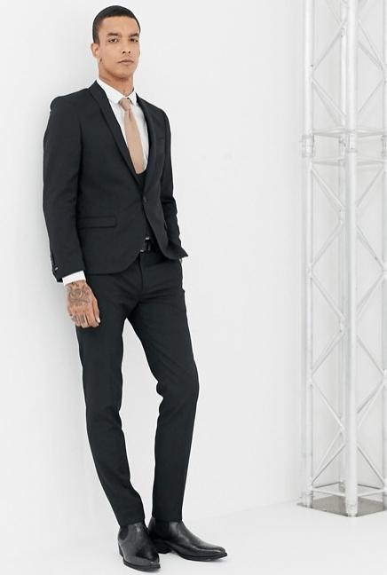 4c1b727f20 Un diseño atrevido que no dejará indiferente a nadie. Para eso se diseñan los  trajes de hombre modernos Primavera Verano 2019