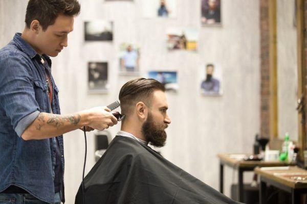 cortes-de-pelo-para-hombre-peinado-atras