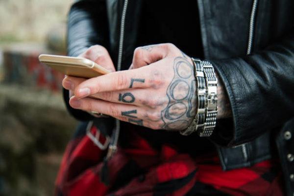 Tatuajes mano hombre 2019 precauciones