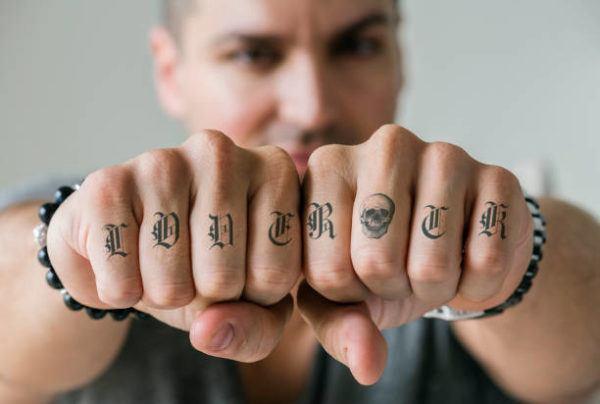 Tatuajes mano hombre 2019 tatuaje pequeño dedos