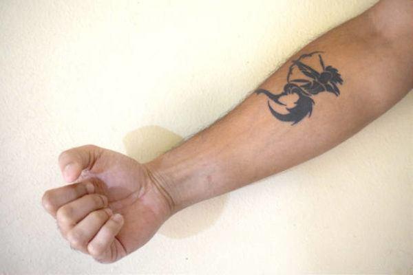 Tatuajes pequeños hombre 2019 tatuaje signo zodiaco