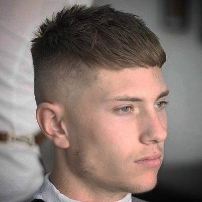 106b9c24f Para ver otras propuestas de cortes de pelo para hombre 2020 con flequillo  corto