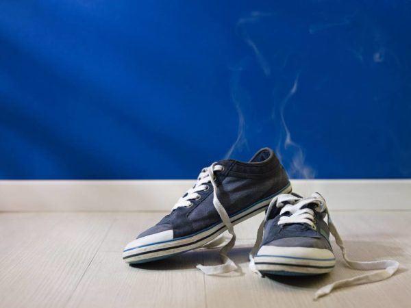 Comment éliminer les mauvaises odeurs des chaussures